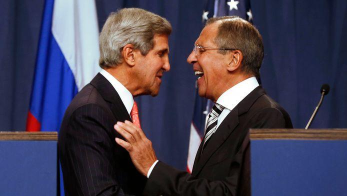 John Kerry en zijn Russische collega Sergei Lavrov in Genève tijdens een newsconferentie over Syrië in september 2013.