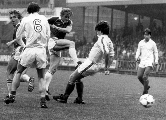Kees Kist scoort in 1982 in de tweede bekerfinalewedstrijd tegen FC Utrecht.