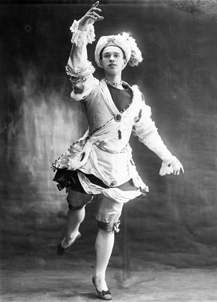 Vaslav Nijinski was de eerste mannelijke superster die de wereld gekend heeft. Hij maakte zelf op 29-jarige leeftijd abrupt een einde aan zijn danscarrière.