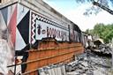 De ravage daags nadat de grote brand het hoofdgebouw van het vakantiepark Beekse Bergen in de as legde.