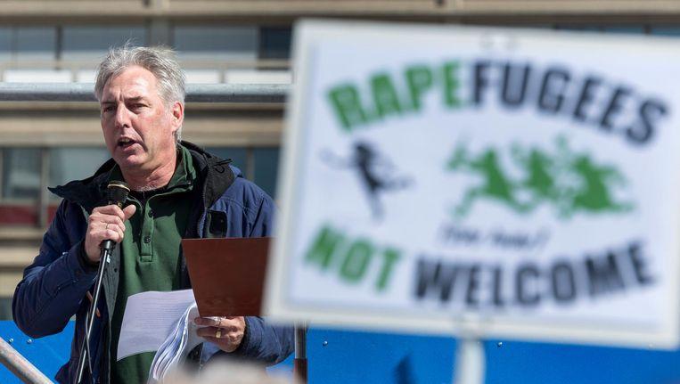 Pegida-voorman Edwin Wagensveld voert het woord tijdens een demonstratie van de anti-islambeweging Beeld anp