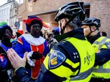 LIVE | Rookbommen gegooid bij intocht Sint in Den Bosch: 'Schaam je kapot!'