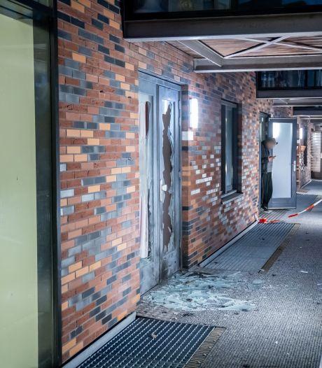 Bewoners opgeschrikt door explosie bij portiekwoning Vuurplaat