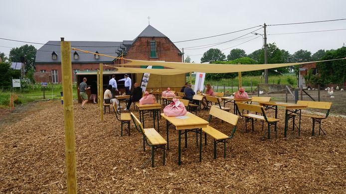 Vlak voor de historische Prosperhoeve zal het team van Papitou samen met enkele lokale ondernemers drie maand lang een picknickplek uitbaten.