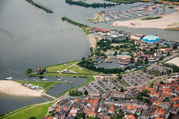 Dagjesmensen komen vooral voor het Dolfinarium naar Harderwijk.