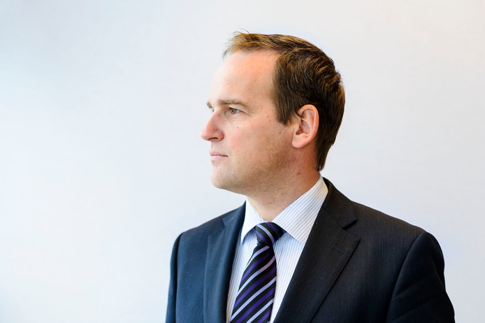 Burgemeester Bram van Hemmen van de gemeente Sliedrecht: ,,Ik wens de omwonenden veel sterkte. Ook sterkte voor de politiemensen die bezig zijn met het onderzoek. Ik volg de zaak op de voet.''