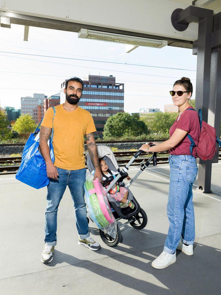 Neal Patel met vrouw en kind kocht ('te veel') speelgoed. Beeld Ivo van der Bent