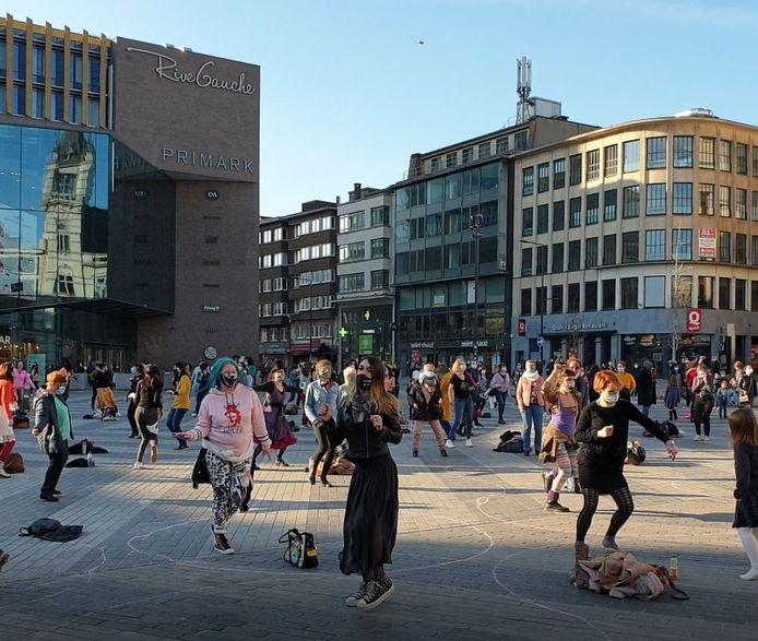 Les femmes ont dansé sur la Place Verte à Charleroi