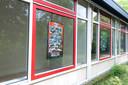 Posters van Dansgroep Ralda in het tijdelijk onderkomen aan de Brink in Raalte.