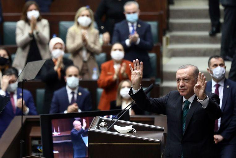 De Turkse president Recep Tayyip Erdogan beschouwt de oppositiepartij HDP als verlengstuk van de PKK.  Beeld AFP