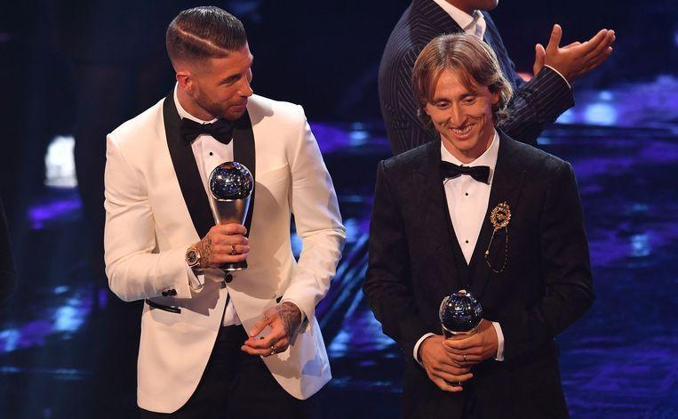 Luka Modric (r) aan de zijde van ploegmakker Sergio Ramos.