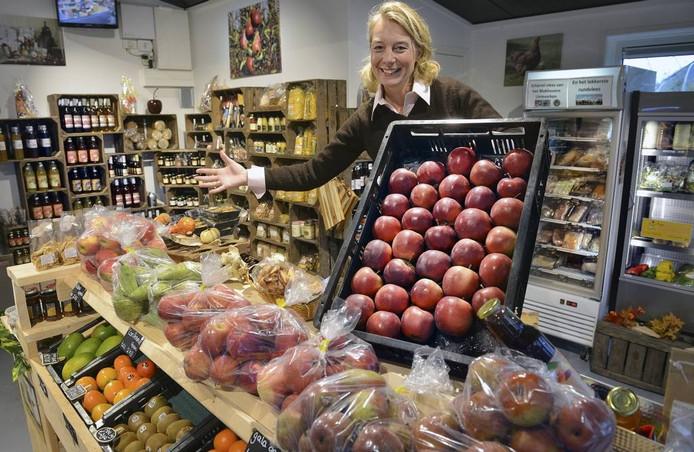 Jolijn Zwart-van Kessel in boerderijwinkel Prince Heerlijk in Erichem.
