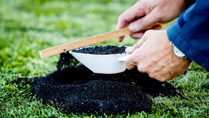 Het RIVM concludeert dat het veilig is om te sporten op kunstgras met rubberkorrels