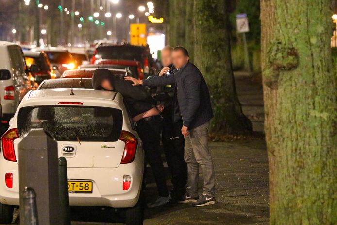 Na de woningoverval hield de politie enkele verdachten aan.