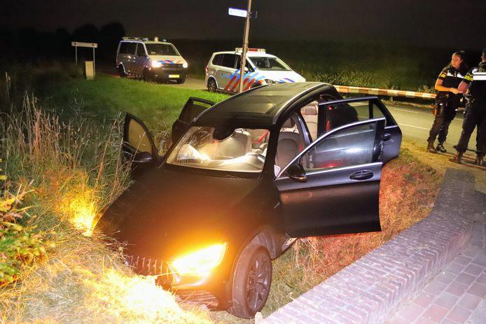 De auto reed de greppel in Ingen in