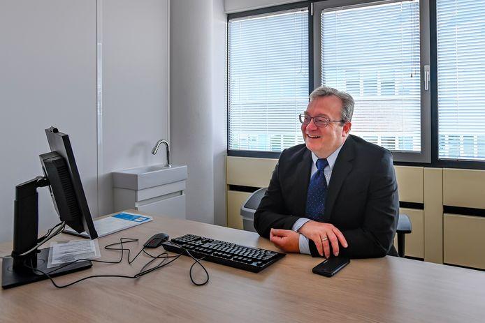 Cardioloog Kees Janssens heeft recent stadskliniek De Brabantse Wal geopend in Bergen op Zoom. Hij heeft plannen om er een groot zelfstandig behandelcentrum van te maken.