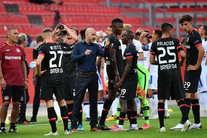 Peter Bosz is met Bayer Leverkusen door naar de kwartfinales.