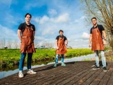 Vrienden breiden hun succesvolle 'McDrijf' deze zomer uit met tweede barbecuevlot: 'Het liep storm'