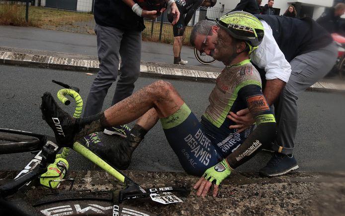 Wesley Kreder vlak na zijn val in Parijs-Roubaix