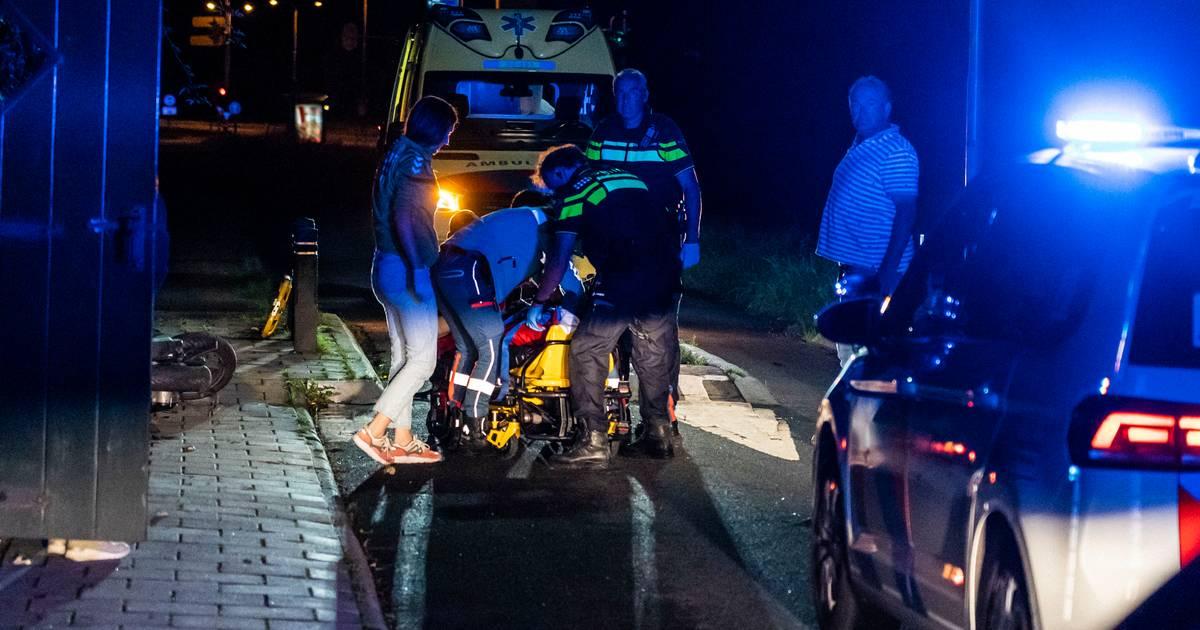 Scooterrijder ernstig gewond bij eenzijdig ongeval bij bussluis in Elten.