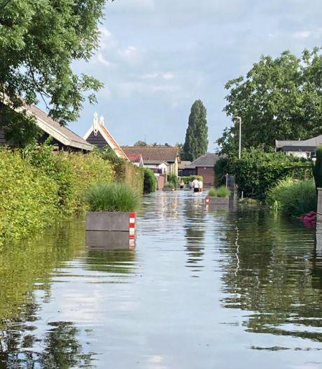 Hoogwater Afgedamde Maas bezorgt deel van de bewoners van de Veense Put natte voeten