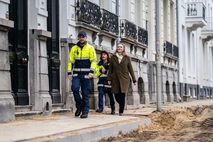 Wethouder Cathelijne Bouwkamp (r) praat online weer met Arnhemmers over alles wat met afval heeft te maken.