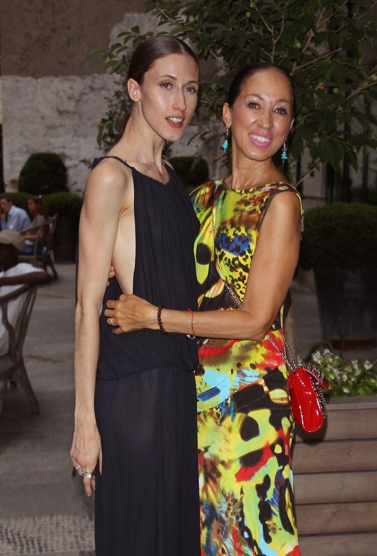 Samen met haar dochter Anna Cleveland, ook model.Deze foto werd genomen tijdens haar  boeklancering.  Beeld WireImage
