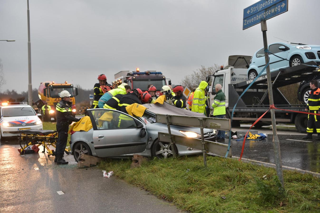 Ongeval op kruispunt Strijpenseweg en Zevenbergseweg