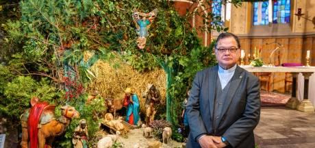 Lege kerken in 'de Kop' vallen pastoor Ton Huitink zwaar