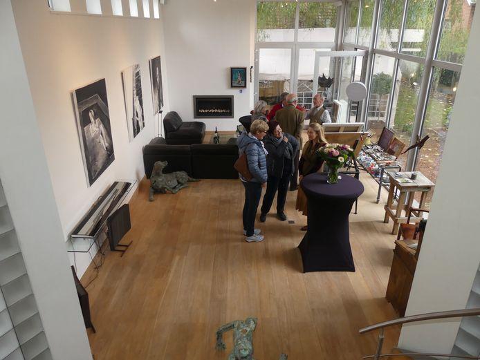 Het nieuwe atelier van Martin met veel lichtinval en een mooi uitzicht op de tuin.