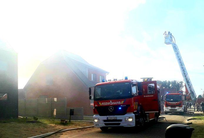 De brandweer rukte massaal uit naar de brand in de Kapelstraat in Lille