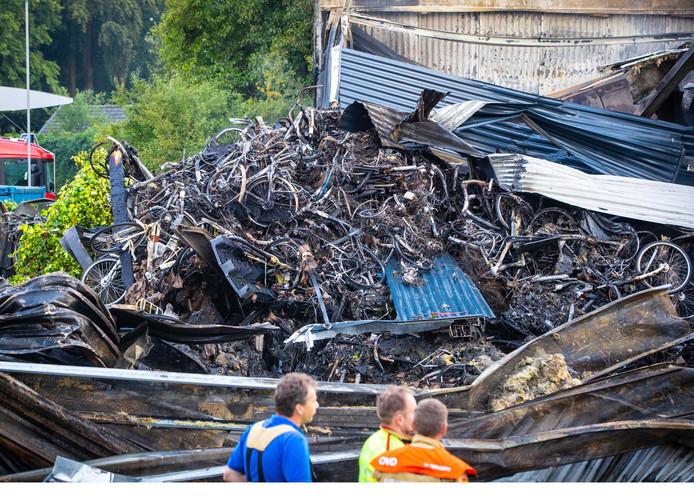 De schade bij de brand van Stella Fietsen was enorm.