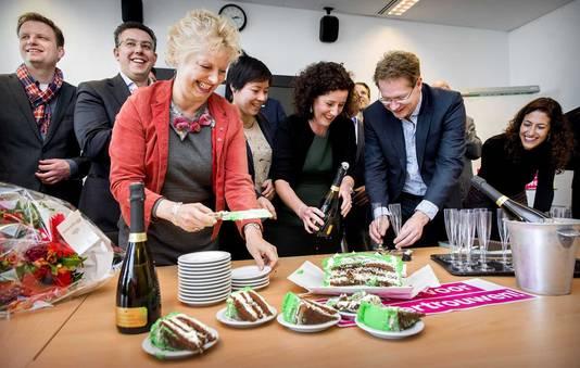 De fractie van D66 viert de overwinning na de gemeenteraadsverkiezing van maart 2014.