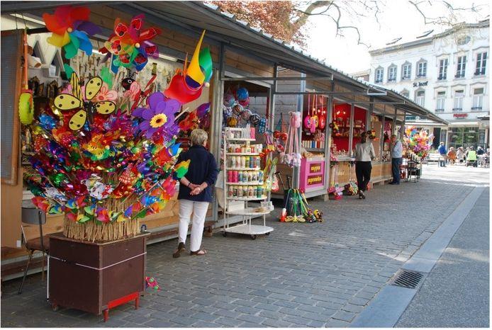 Onder meer op de markt van Scherpenheuvel is het niet meer verplicht om een mondmasker te dragen.