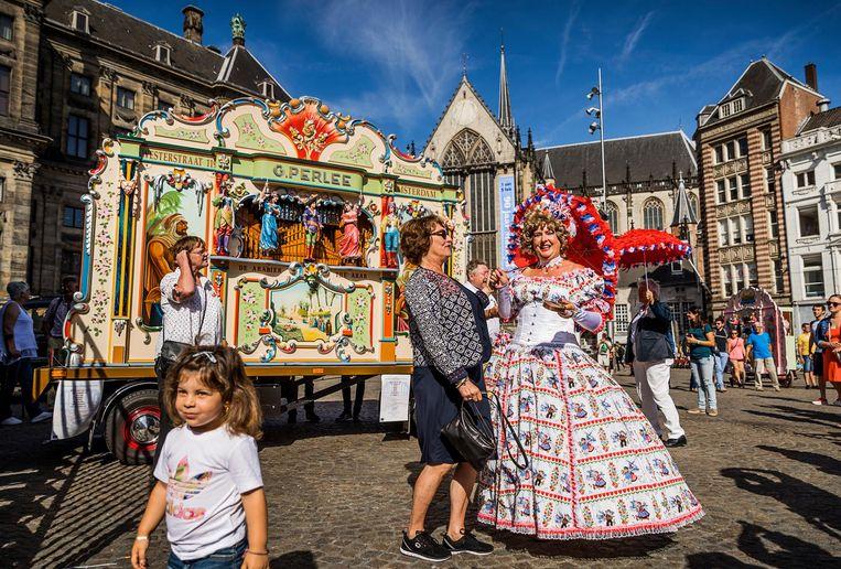 2016-09-10 11:37:35 AMSTERDAM - Draaiorgels op de Dam tijdens het Draaiorgelfestival. Het festival wordt sinds 2004 jaarlijks op en rondom de Dam gehouden. ANP REMKO DE WAAL Beeld anp