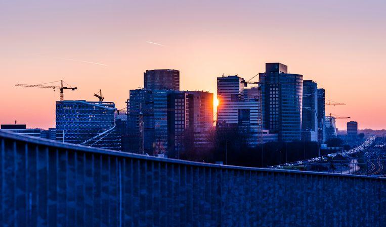 De Zuidas in Amsterdam, gezien vanaf de RAI.  Beeld Freek van den Bergh / de Volkskrant