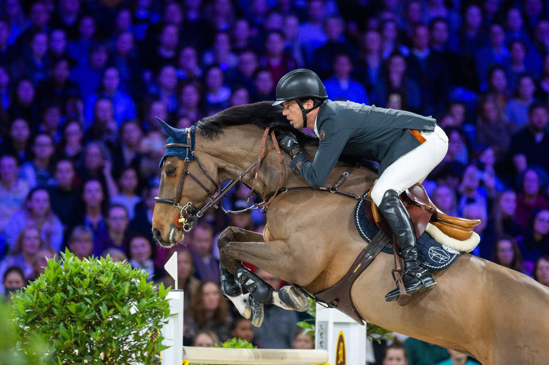Paardensport is een van de sporten die beoefend zouden kunnen worden in de anderhalvemetersamenleving, bepleit NOC-NSF. Op deze foto: Harrie Smolders tijdens Jumping Amsterdam.