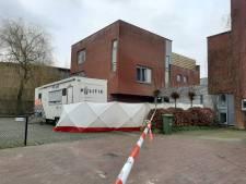 Buurtbewoners komen bijeen na steekincident Wageningen: 'Wat als ze over 2 dagen terug zijn?'