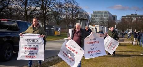 Marktkooplui voeren actie: zij willen weer sokken en ondergoed verkopen