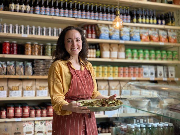 Joy in haar nieuw kruidenierswinkeltje.