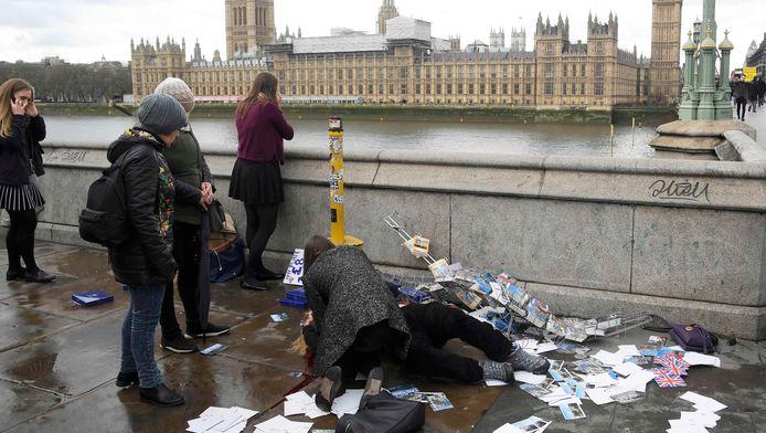 Bij een aanslag op Westminster Bridge en het Britse parlement, waar een ongewapende politieman neergestoken werd, vielen op 22 maart vier doden.