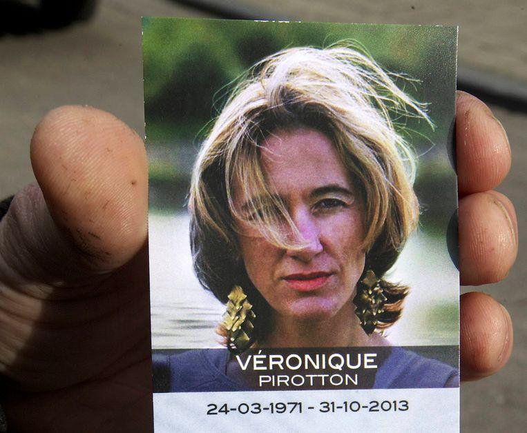 Het doodsprentje van slachtoffer Véronique Pirotton. Beeld BELGA