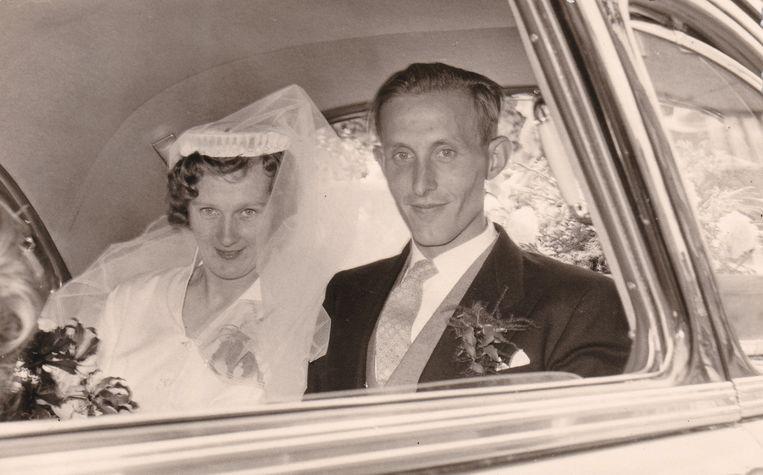 Trouwdag van Gonny en Joop, 18 juli 1958. Beeld free