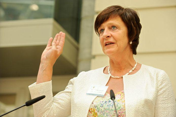 Vera Van der Borght bij haar eedaflegging in het Vlaams parlement in 2009.