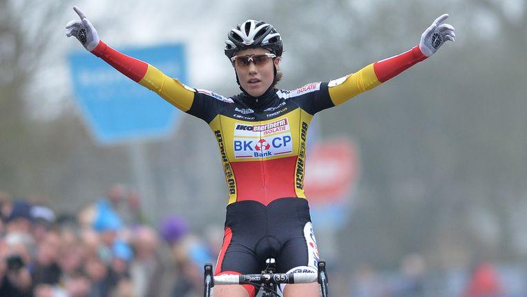 Sanne Cant blijft de overwinningen opstapelen, ook in Overijse mocht ze het zegegebaar maken. Beeld BELGA