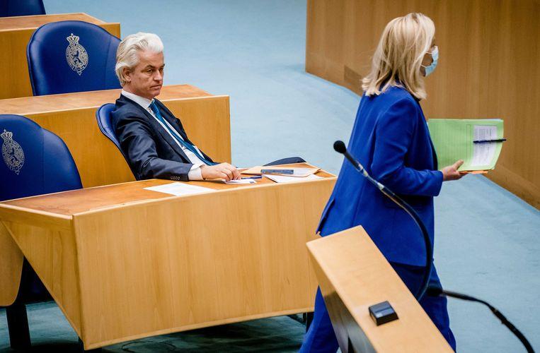 Sigrid Kaag (D66) en Geert Wilders (PVV) tijdens het debat in de Tweede Kamer over het eindverslag van informateur Mariëtte Hamer. Beeld ANP