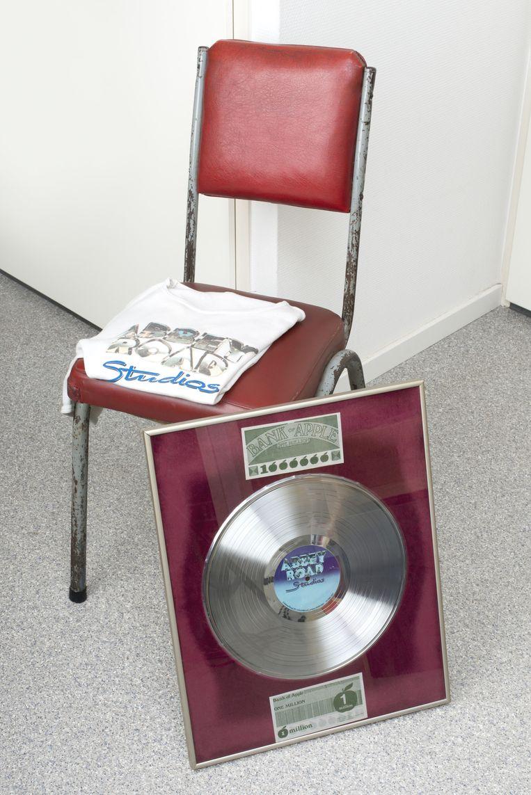 Platina plaat uit Abbey Road Studios Beeld Eline van Strien