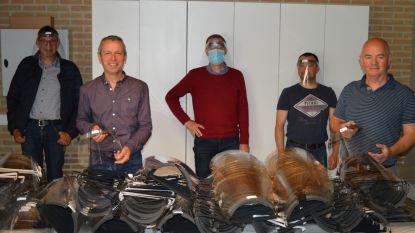 Poperingse leerkrachten produceren 1.000 beschermingsmaskers