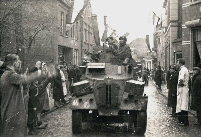 De intocht van de bevrijders in Oldenzaal.