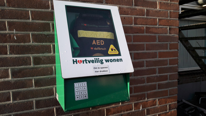 Deze AED in de Voorster buurtschap Klein Amsterdam is met een pincode beveiligd.